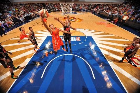 Astou Ndiaye : De pivot des lionnes du basket au WNBA