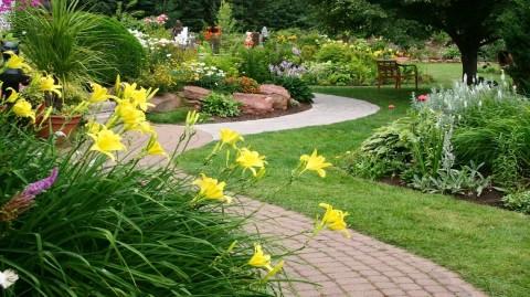 Inspirez vous avec ces 8 idées d'allées pour votre jardin
