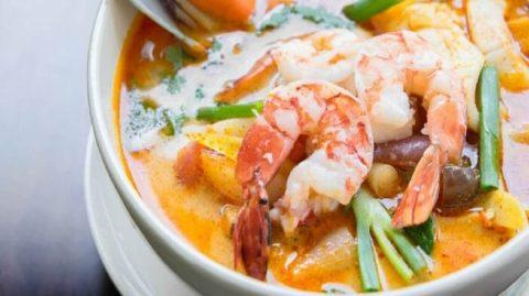 La recette de soupe thailandaise aux crevettes facile